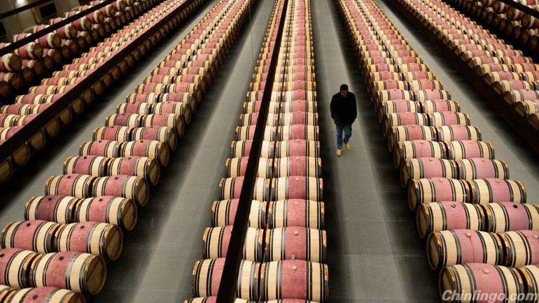 China overtakes France as world's biggest consumer of red wine 中国超越法国成最大红酒消费国.jpg