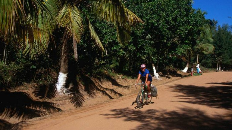 Cycling in search of an indigenous Hainanese village.jpg